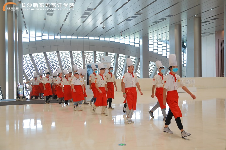 <b>百强名企观摩行—长沙新东方优秀大厨班在校生走进长沙国际会议中心,开启研学之旅!</b>