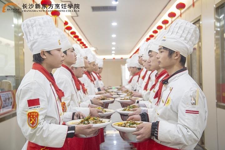 <b>学厨师需要上专业厨师学校吗?</b>