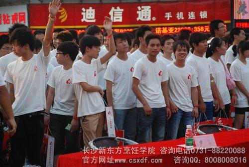 长沙新东方烹饪学生献青春热血显无悔青春