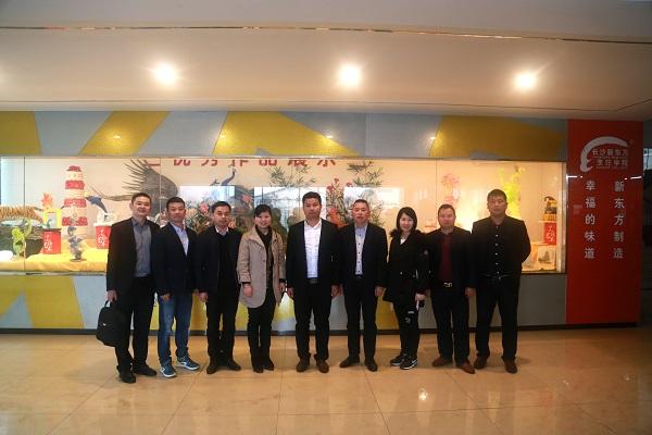 高相关负责人与长沙新东方领导们合影-步步高校企合作储备干部定向