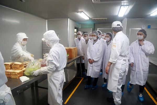 长沙新东方学子参观名企仟吉 就业轻松零担忧-新闻中心 学院新闻