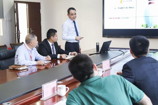 新华教育集团和长沙新东方烹饪学院做介绍-热烈欢迎人社局各位领