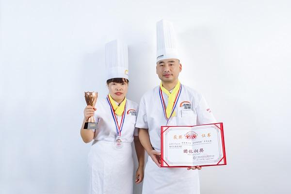 <b><font color='#565555'>我院师生在第六届中华发酵面食大赛中荣获团体铜奖、个人创意奖</font></b>