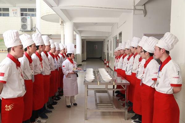 <b><font color='#565555'>长沙新东方学厨师,魅力何在?</font></b>