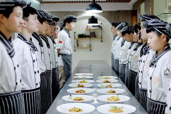 <b><font color='#565555'>热门高薪专业 长沙新东方烹饪学院西餐主厨专业介绍</font></b>
