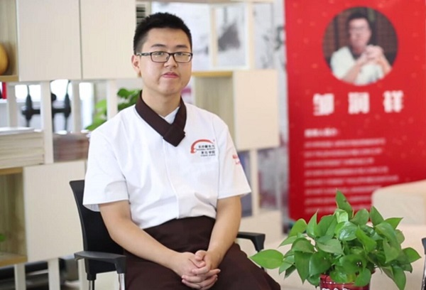 初中毕业学什么好?他学西餐20岁创业开店