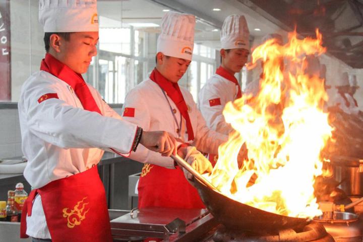 长沙新东方烹饪学校学厨师一年学费多少钱