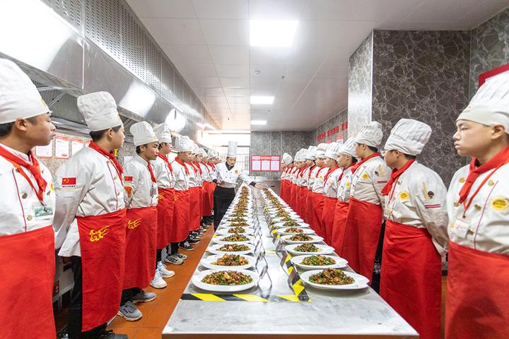 学厨师要多久?具体每个专业要多久时间呢才能出师?