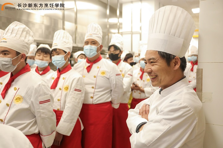 新东方烹饪学校学生多少钱一个月