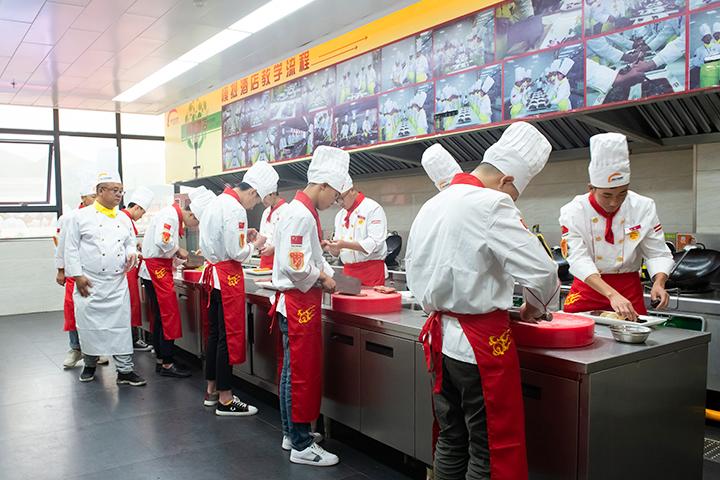 邵阳初中生学厨师选新东方烹饪学校靠谱