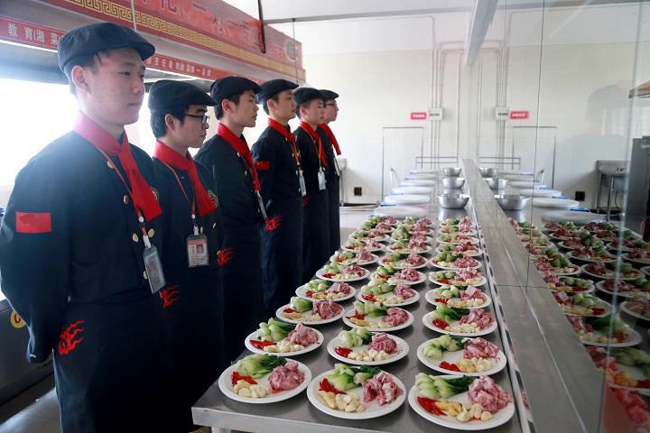想高薪好就业,就选长沙新东方高端中餐专业!