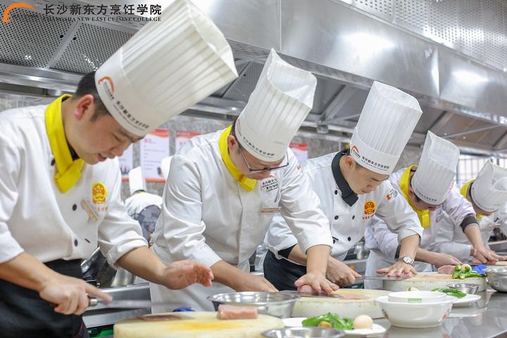 学烹饪学厨师势在必行!