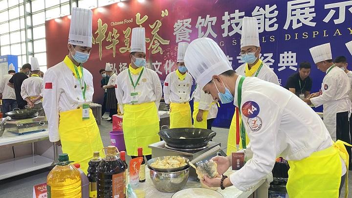 长沙新东方助阵中华美食会餐饮技能展示