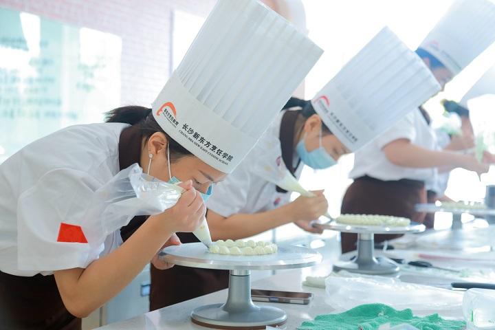 转学学技术,学烹饪,学厨师