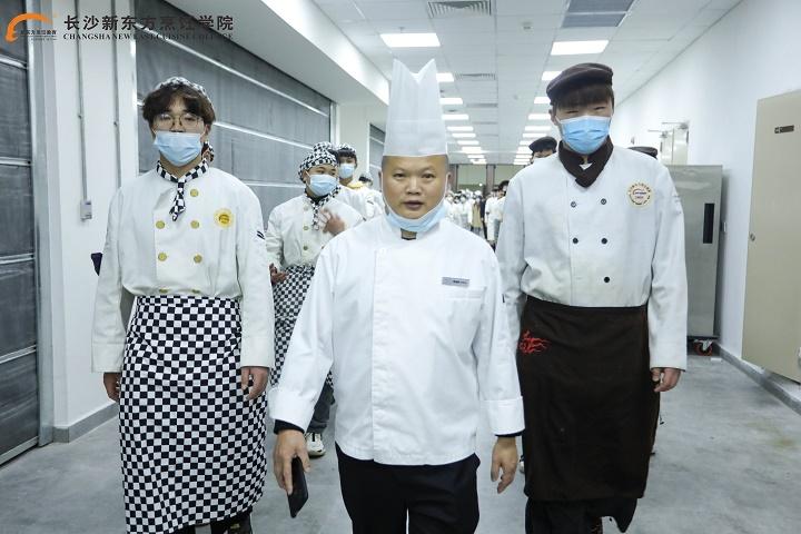 长沙新东方学子赴酒店参观学习