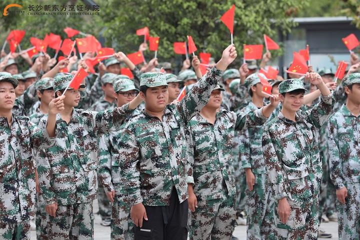长沙新东方新生军训阅兵