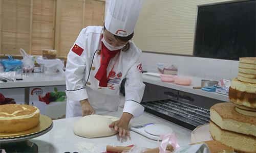 女厨师做包子简笔画
